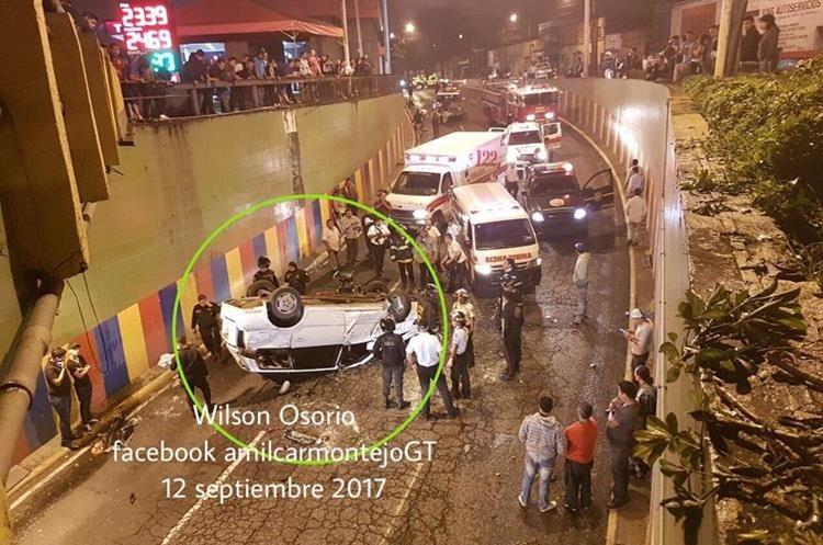 En las últimas horas se registraron 15 incidentes viales, la mitad de los que suceden en todo un día. (Foto Prensa Libre: Amílcar Montejo)