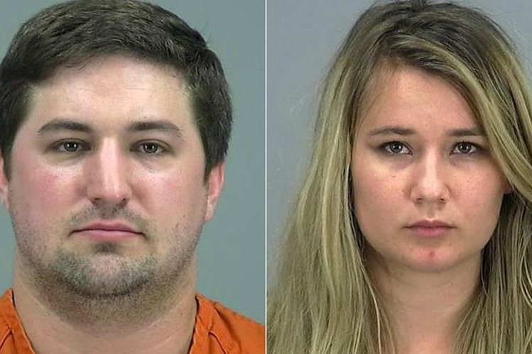 Brent Daley, de 27 años (i), y Brianna Daley, de 25 (d), tras ser arrestados por la Policía de Arizona. (Foto Prensa Libre: AP).