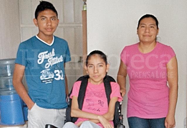 Delmy de Toc, junto a sus hijos Andrea y Axel. (Foto: Hemeroteca PL)