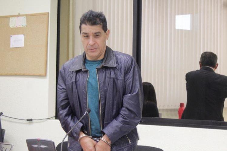 Juan Diego González, es sindicado de violacion y agresión sexual, en el Juzgado de Femicidio de Quetzaltenango. (Foto Prensa Libre: María Longo)