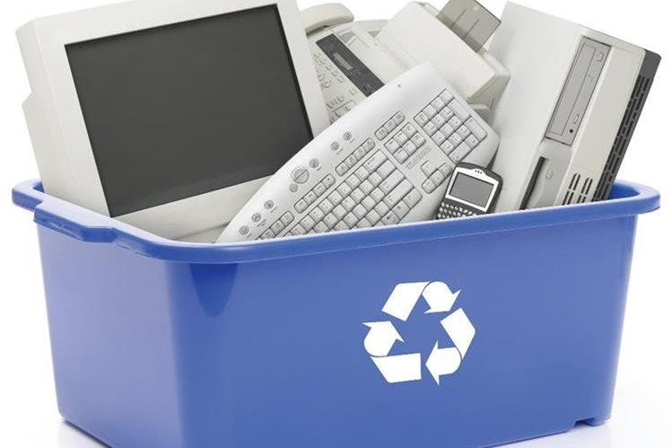 Cuando se reclican los gadgets se les retiran los contaminantes. Los demás componentes —plástico, aluminio, cobre o vidrio— se procesan para fabricar nuevos productos, indica Xataka. (Foto: Hemeroteca PL).