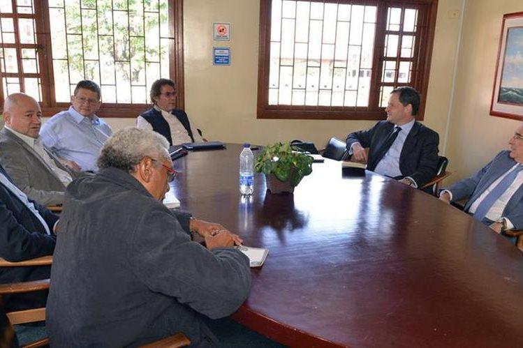 Panorámica del encuentro sostenido entre los negociadores del Gobierno y las Farc en Bogotá, Colombia. (Foto Prensa Libre: EFE).