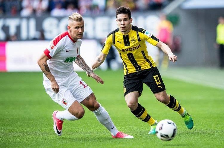 Borussia Dortmund sufrió el atentado previo al duelo de la Liga de Campeones. (Foto Prensa Libre: EFE)