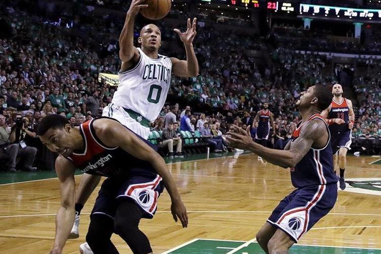 Avery Bradley aportó 29 puntos y los Celtics de Boston derrotaron el miércoles 123-101 a los Wizards de Washington. (Foto Prensa Libre: AFP)