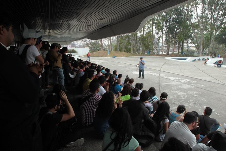 Más de 300 fotógrafos se reunieron en el Teatro Nacional para celebrar el Shutter Guatemala. (Foto Prensa Libre: Hemeroteca PL).