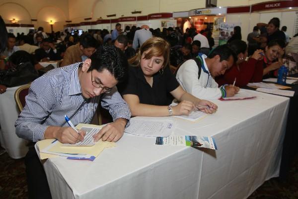 <p>La mayoría de los asistentes a la Feria del Empleo son jóvenes recién graduados.</p>