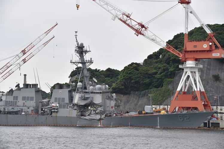 El destructor USS Fitzgerald llega al puerto de Yokosuka, sudoeste de Tokio.(AFP).