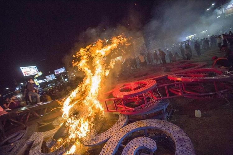 Gobierno de Nicaragua denuncia quema de sedes estatales oficialistas
