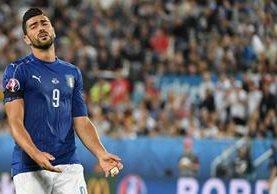 Graziano Pellé se lamenta luego de haber fallado el penalti contra Alemania. (Foto Prensa Libre: EFE)