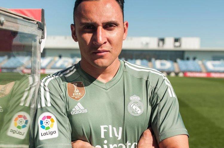 El guardameta costarricense Keylor Navas publicó en sus redes sociales su nueva camisola. (Foto Prensa Libre: Twitter Keylor Navas)