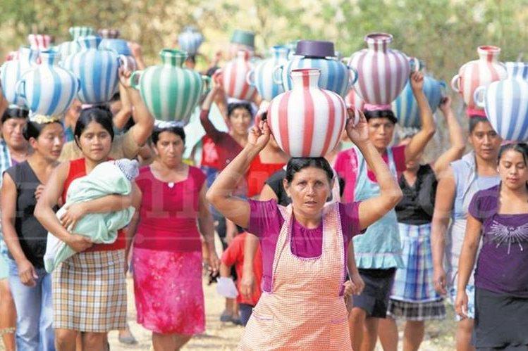 Violencia, embarazos tempranos, discriminación y falta de equidad política afectan a las guatemaltecas. (Foto Prensa Libre: Hemeroteca PL)
