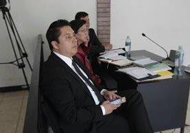 Mario Cano, abogado de Roxana Baldetti asiste a la audiencia por el caso Amatitlán en representación de la exfuncionaria. (Foto Prensa Libre: Erick Ávila)