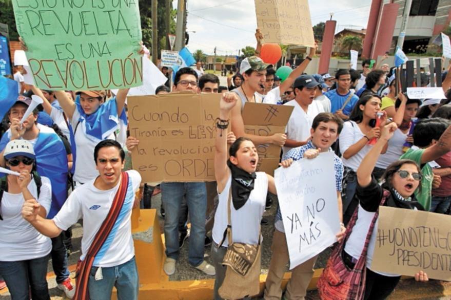 Grupo de indignados durante una de las protestas.