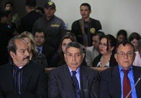 Los militares Hugo Zaldaña, Manuel Callejas y Francisco Gordillo señalados por la desaparición del menor. (Foto Prensa Libre: E. Paredes)