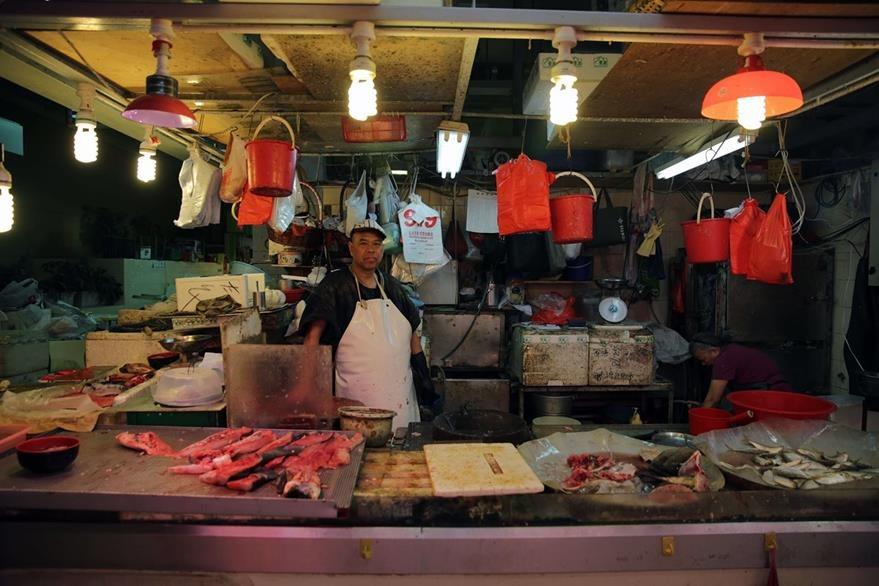 Más del 50% de las especies llevadas al wok en los restaurantes tradicionales de Hong Kong vienen de recursos poco sostenibles. (Foto Prensa Libre: AFP).