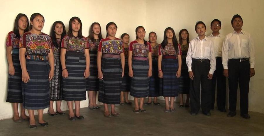 Con este encuentro musical el coro Encanto, de San Juan Comalapa, Chimaltenango, celebra su octavo aniversario de fundación. (Foto Prensa Libre: Hemeroteca PL).