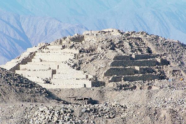 La civilización Caral habitó en el norte de Lima, Perú hace unos cuatro mil años, los vestigios de la ciudad son motivo de miles de visitas turísticas cada año. (Foto Prensa Libre: Internet).