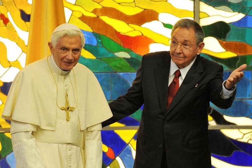 Benedicto XVI y Raúl Castro, presidente de Cuba, el 17 de marzo de 2012. (Foto: EFE)