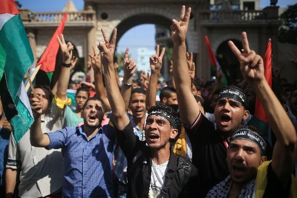 Manifestantes palestinos protestan en la ciudad cisjordana de Belén.(Foto Prenss Libre:EFE).