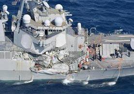 Después del choque se observa el daño del destructor del USS Fitzgerald en Shizuoka, Japón. (AP).