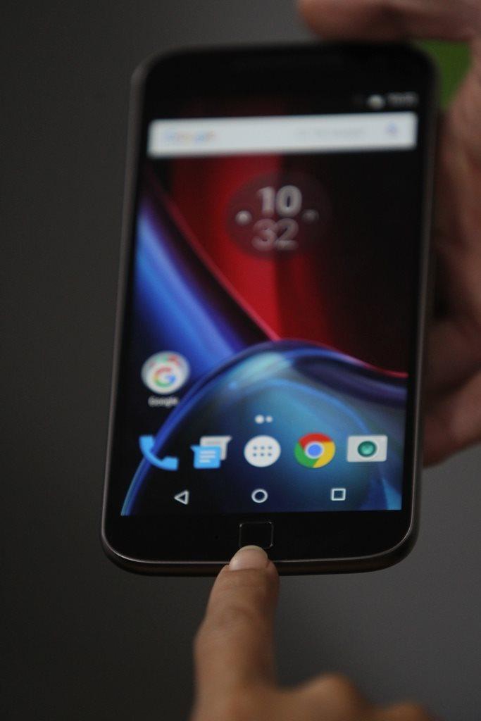 Sensor de huellas en la parte frontal del móvil. (Foto Prensa Libre: Keneth Cruz).