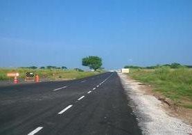 Esta es la carretera en Tres Valles, Veracruz, donde fue encontrado el camión con los migrantes. (Foto Prensa Libre: Cortesía)