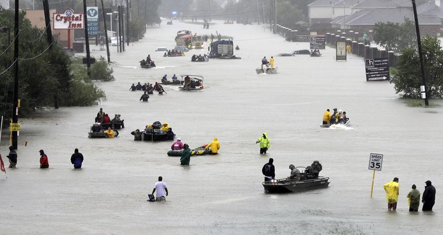 El Consejo de Seguros de Texas estimó que los daños de Harvey superarán a los de Ike en 2008, sumando al menos 12,000 millones de dólares.