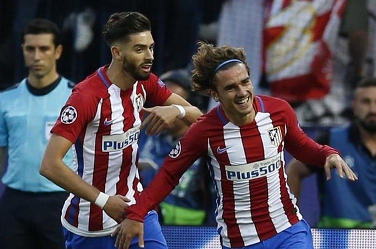 Antoine Griezmann corre y sonríe después de marcar el 2-0 para el Atlético.