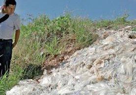 Material médico para diálisis fue tirado en dos basureros clandestinos, en los kilómetros 83 y 84 de la ruta a la frontera con El Salvador, Valle Nuevo, Jalpatagua.