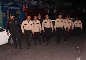Guardias de seguridad capturados por la PNC en la ruta entre Escuintla y Taxisco, Santa Rosa. (Foto Prensa Libre. PNC)