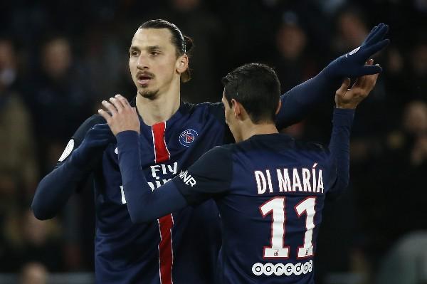 Ibrahimovic y Di María festejan. (Foto Prensa Libre: EFE)
