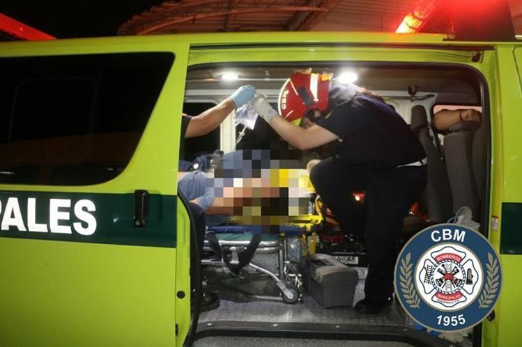 Nueve personas resultaron heridos en dos ataques armados ocurridos la noche de este sábado. (Foto Prensa Libre: Bomberos Municipales)