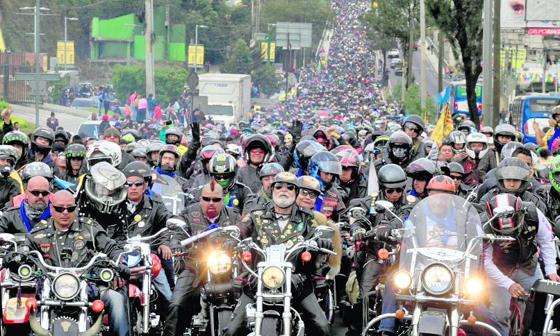 Miles de motoristas participan en la Caravana del Zorro todos los años.(Foto Prensa Libre:Hemeroteca PL)