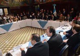 Jefes de bloques definen el orden del día para la sesión de este martes. (Foto Prensa Libre: José Castro)