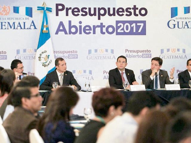 Las autoridades llevaron a cabo ayer la primera discusión del foro abierto para fijar techos presupuestarios del 2017 para los ministerios y entidades públicas.