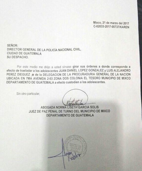 Oficio donde la jueza Norma García ordena a la PNC custodiar a dos de los menores liberados.