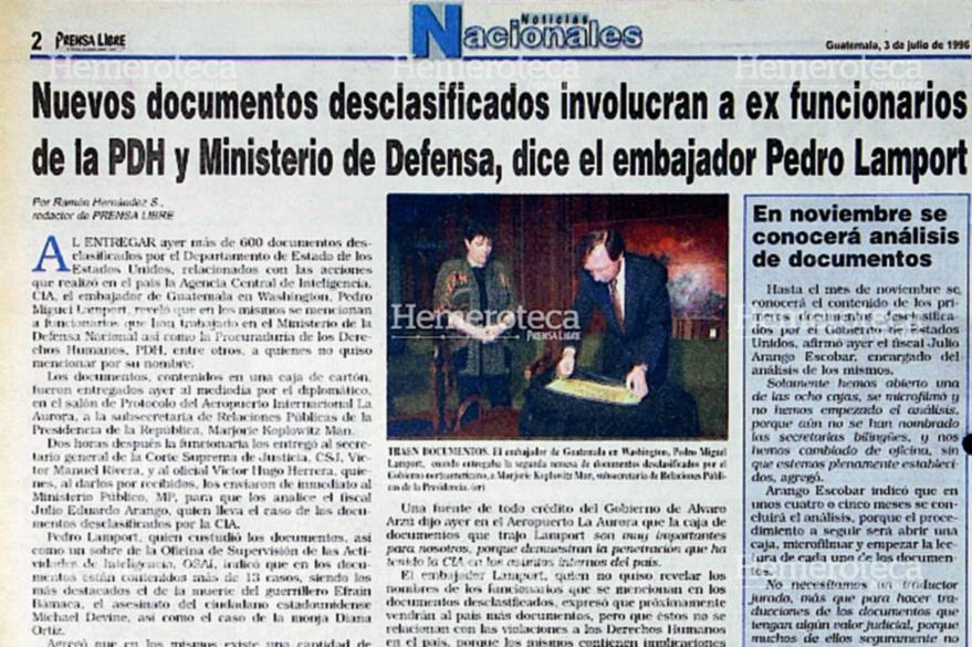 Nota del 3/7/1996 sobre llegada de documentos desclasificados de la CIA. (Foto: Hemeroteca PL)