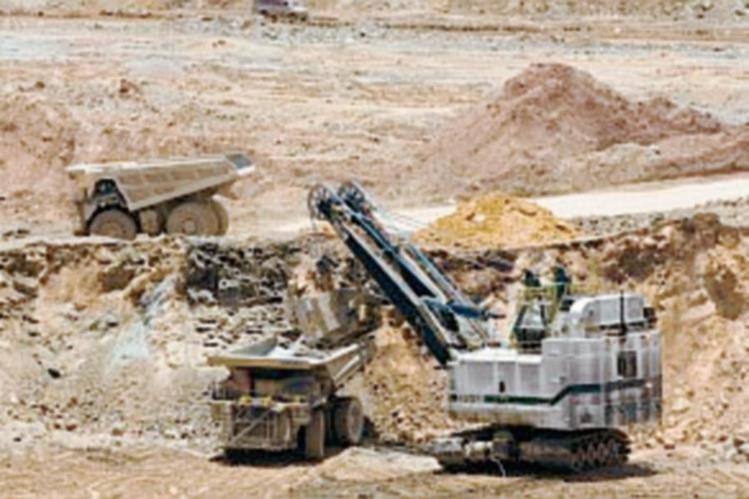 El aporte de la minería disminuyó durante el 2013.