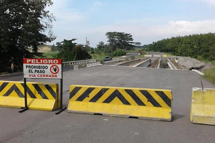 Varios tramos carreteros quedaron inconclusos debido a que se suspendió el proyecto a cargo de Odebrecht.(Foto Prensa Libre:Hemeroteca PL)