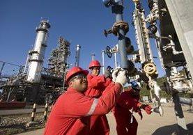 Países de la OPEP acordaron bajar producción para que puedan subir los precios. (Foto Hemeroteca PL)