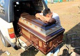 <p>Los cuerpos de los siete trabajadores fueron llevados a varios municipios de Quiché. (Foto Prensa Libre: Rolando Miranda).</p>