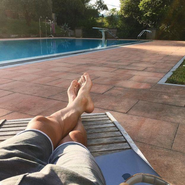 ... y su estado relajado al costado de una piscina. (PAWEL POLJANSKI / INSTAGRAM)