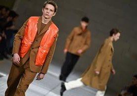 Fundador de la marca en 1988, el estilista belga Dirk Bikkembergs se hizo famoso por reunir el universo de la moda y el del fútbol. (Fotos Prensa Libre, AFP)