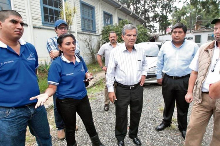 VONN AHN —centro— junto a su equipo de trabajo. Manifiestarán inconformidad e impugnarán el proceso. (Foto Prensa Libre: Norvin Mendoza)