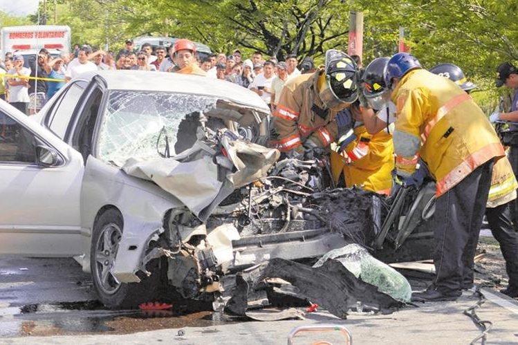 De 18 a 23 horas se registran más accidentes de tránsito, especialmente los fines de semana. En algunas zonas aumenta la incidencia, debido a la proliferación de ventas de licor. (Foto Prensa Libre: Hemeroteca PL)