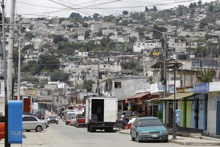 Vecinos del asentamiento Alioto López Sánchez, zona 4 de Vill Nueva, viven con temor por las pandillas.(Foto Prensa Libre: Paulo Raquec.)