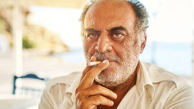 Más del 50% de la población masculina fuma regularmente en Grecia. GETTY IMAGES