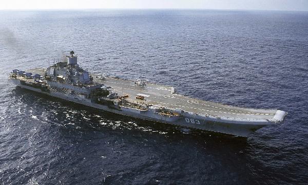 El portaaviones ruso Almirante Kuznetsov de donde despegaron bombarderos tipo Sukhoi Su-33.
