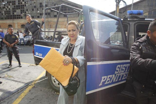 Blanca Stalling llega a tribunales para su audiencia por resistirse al arresto. (Foto Prensa Libre: Paulo Raquec)