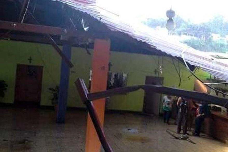 Inmueble dañado por el remolino en el área urbana de Moyuta, Jutiapa. (Foto Prensa Libre: Óscar González)